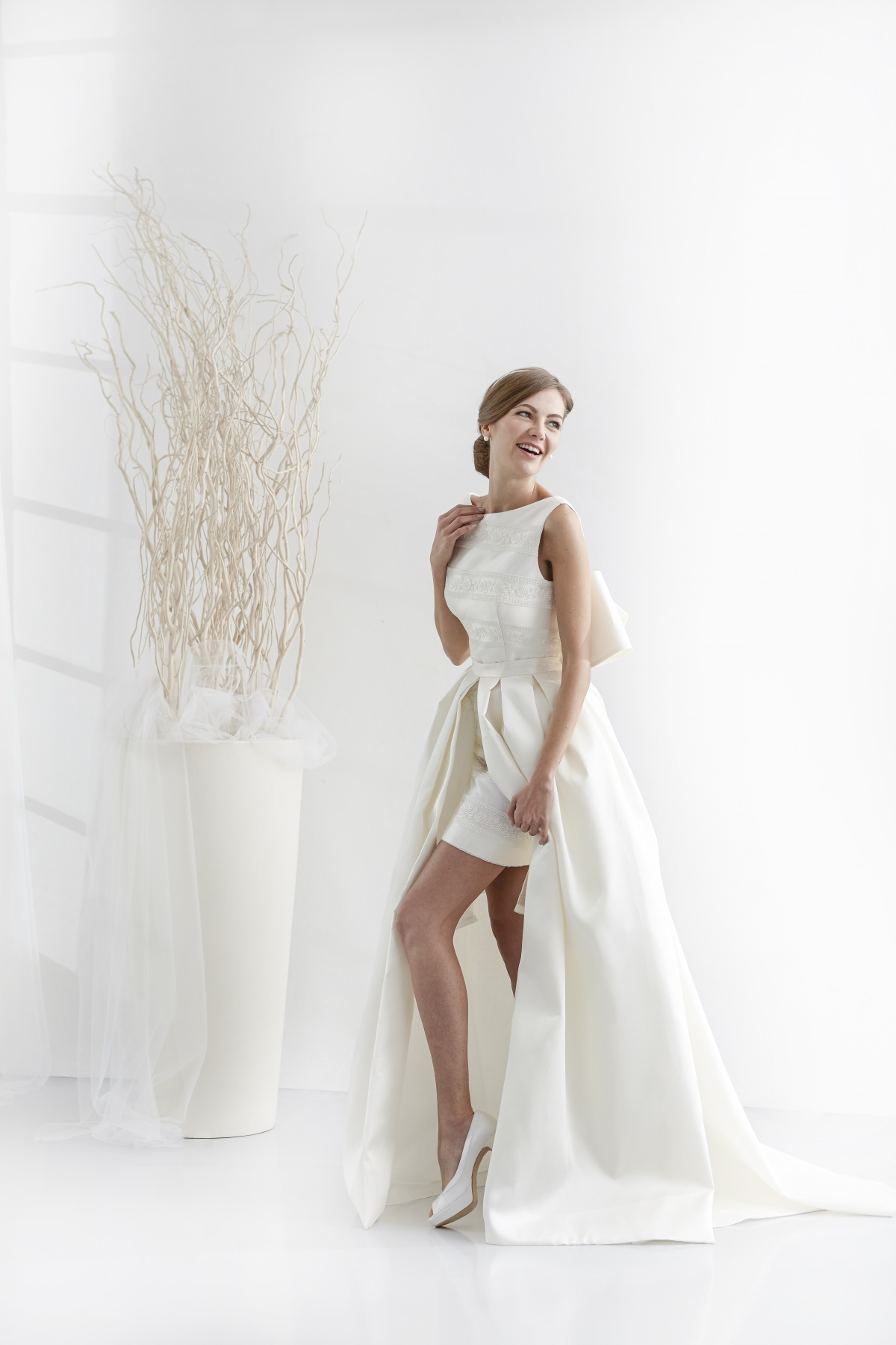 573eab0b74d7 In seguito trovi alcune fotografie dei nostri abiti da sposa corti 2019.  Consulta sul nostro catalogo la favolosa collezione di abiti da sposa che  abbiamo ...
