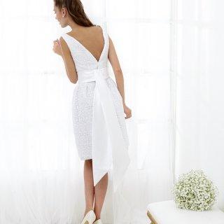 Vestito da sposa corto scollato sulla schiena