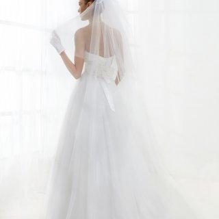 Vestito da sposa con velo in tulle