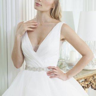 Vestito da sposa con scollo a v