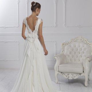 Vestito da sposa scollato a v sulla schiena