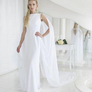 Vestito da sposa con mantello in chiffon