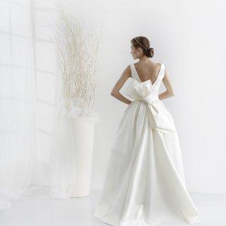 Vestito da sposa con maxi fiocco dietro
