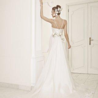 Vestito da sposa con spalline incrociate